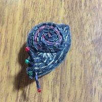 カタツムリの刺繍イヤリング(B)